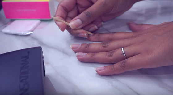 How To Apply Gel Nail Polish With LED Light